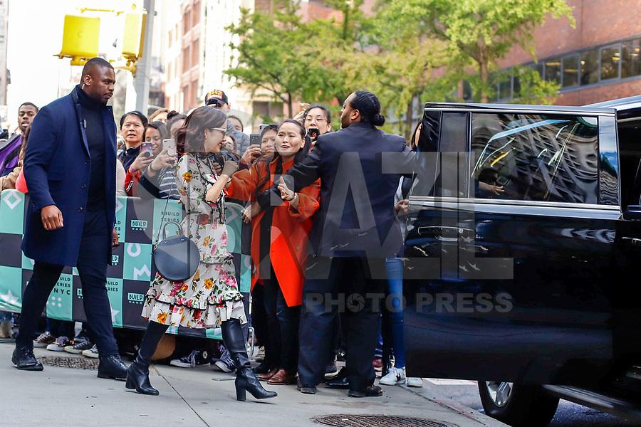 NOVA YORK, EUA, 29.10.2018 - CELEBRIDADES-EUA - Constance Wu é vista saindo da Build Series para discutir a nova temporada de 'Fresh Off the Boat' no Build Studio em 29 de outubro de 2018 em Nova York. (Foto: Vanessa Carvalho/Brazil Photo Press)