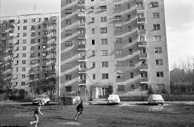 ROMANIA, Drumul Taberei, Bucharest, 12.1987.Sunset between apartment blocks..© Andrei Pandele / EST&OST