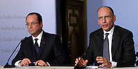 Il Presidente francese Francois Hollande, a sinistra, ed il Presidente del Consiglio Enrico Letta tengono una conferenza stampa congiunta al termine del vertice intergovernativo italo-francese a Villa Madama, Roma, 20 novembre 2013.<br /> French President Francois Hollande, left, and Italian Premier Enrico Letta attend a joint press conference at the end of the intergovernmental summit between Italy and France at Villa Madama, Rome, 20 November 2013.<br /> UPDATE IMAGES PRESS/Isabella Bonotto