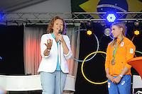 ZEILEN: WARTEN: 27-08-2016, Huldiging Marit Bouwmeester, CDA gedeputeerde voor de Provincie Fryslân Sietske Poepjes spreekt Marit Bouwmeester toe, ©foto Martin de Jong
