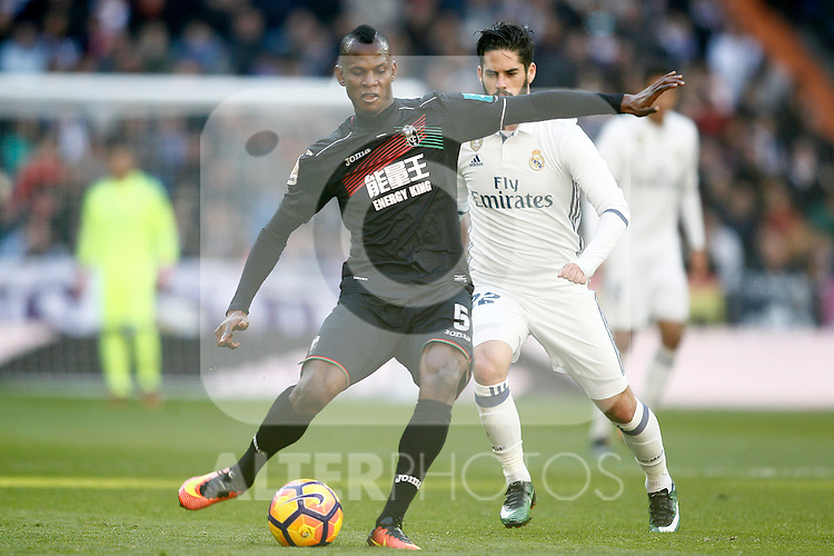 Real Madrid's Isco Alarcon (r) and Granada CF's Uche Agbo during La Liga match. January 7,2016. (ALTERPHOTOS/Acero)