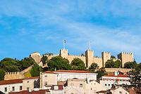 LISBOA-PORTUGAL, 12.08.2012 - Vista do Castelo de São Jorge. Foi construído pelos muçulmanos no século XI. No século XII abrigou a corte do rei D. Afonso Henriquies e hoje é um dos principais pontos turísticos da capital portuguesa. (Bete Marques/Brazil Photo Press)