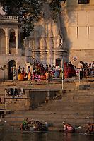 Asie/Inde/Rajasthan/Udaipur: Sur les rives du lac Pichola - Laveuses