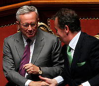 Il Ministro dell'Economia Giulio Tremonti stringe la mano al Ministro per la Semplificazione Legislativa Roberto Calderoli, destra, al Senato, Roma, 6 ottobre 2009, dopo aver illustrato la legge Finanziaria del 2010..Italian Economy Minister Giulio Tremonti shakes hands with Italian Legislative Simplification Roberto Calderoli, right, after speaking during a plenary session at the Senate, Rome, 6 october 2009, to explain the budget law for the 2010..UPDATE IMAGES PRESS/Riccardo De Luca