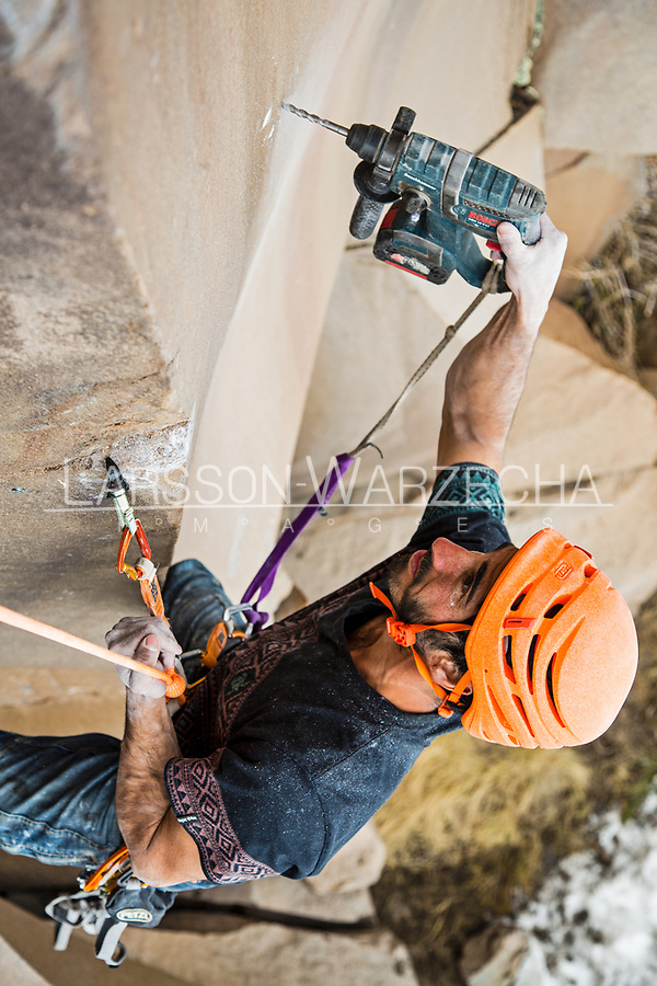 Lucho Birkner bolting at the Gran Pared (main sector), Valle des los Condores.