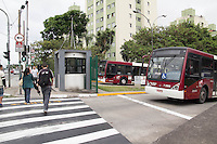 SAO PAULO, SP - 05.11.2014 - PARALISAÇÃO DE ONIBUS - Fila de ônibus estacionados na Estrada do Itapecerica na manhã desta quarta-feira (5), na Zona Sul de São Paulo. O sindicato das empresas de ônibus, SPUrbanuss organizam uma paralisação das linhas da capital paulista em reinvidicação da falta de segurança dos seus profissionais.<br /> <br /> <br /> (Foto: Fabricio Bomjardim / Brazil Photo Press)