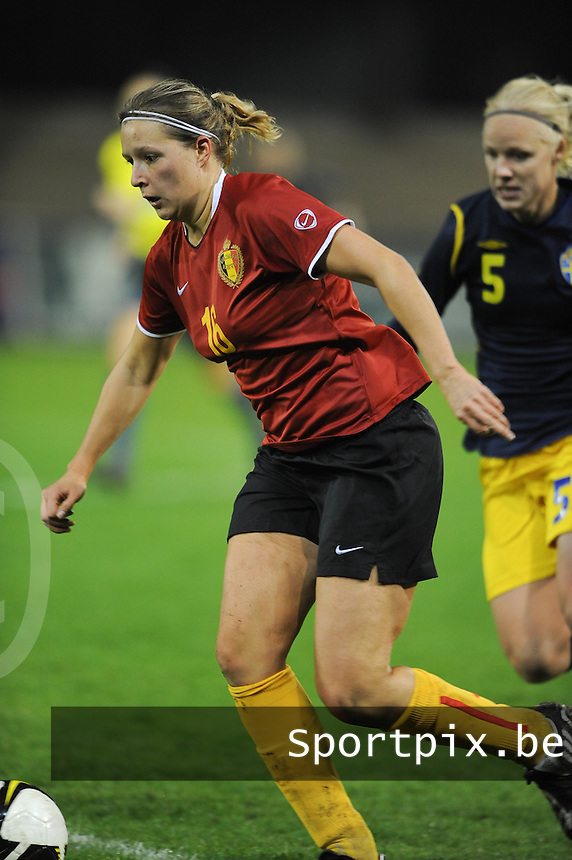 Belgium - Sweden : Sophie Mannaert aan de bal.foto DAVID CATRY / Vrouwenteam.be