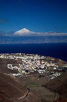 Spanien, Kanarische Inseln, Gomera, San Sebastian, Blick auf Teide auf Teneriffa