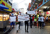 DUQUE DE CAXIAS; RJ; 20 ABRIL 2013 - DIA DO BASTA EM DUQUE DE CAXIAS - Participantes durante protesto Dia do Basta realizado na tarde deste sábado (20) em Duque de Caxias (RJ). Cerca de 30 pessoas participaram do ato; que contou com uma marcha iniciada em frente ao Teatro Raul Cortez na região central de Duque de Caxias e terminou no Calçadão Central. (FOTO: NICSON OLIVIER / BRAZIL PHOTO PRESS).