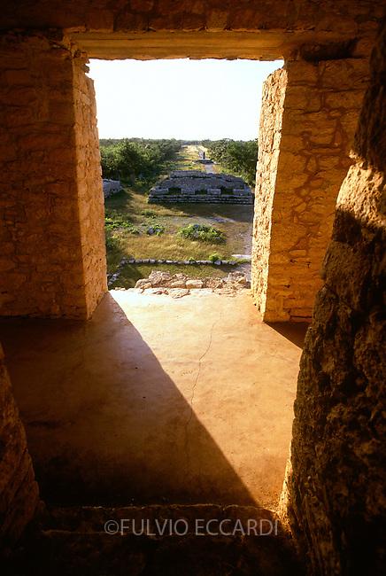 Mexico, Yucatan, Dzibilchaltun, arqueological sites, arqueology, maya, pyramid, architecture, arch, inside