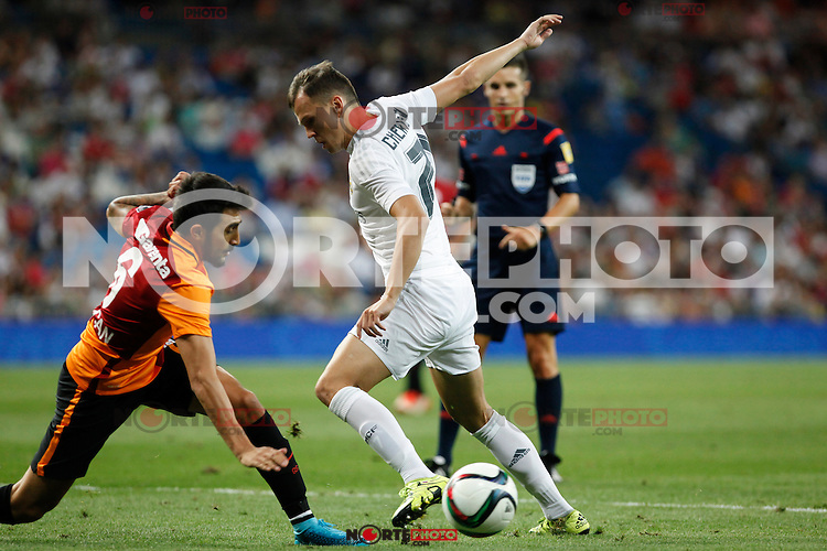 Real Madrid´s Cheryshev and Galatasaray´s Jem Karacan (L) during Santiago Bernabeu Trophy match at Santiago Bernabeu stadium in Madrid, Spain. August 18, 2015. (ALTERPHOTOS/Victor Blanco)