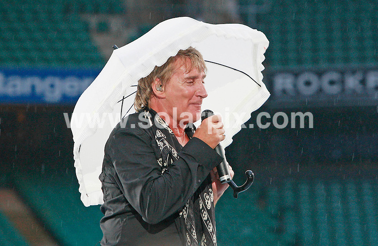 **ALL ROUND PICTURES FROM SOLARPIX.COM**.**SRTRICTLY NO UK PUBLICATION**.Rod Stewart performs at Twickenham rugby stadium on the 30_06_07.JOB REF:4207--SSD     DATE:30_06_07.