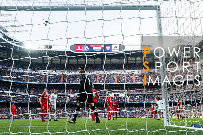 Goalkeeper Sergio Rico of Sevilla FC reacts during the La Liga 2017-18 match between Real Madrid and Sevilla FC at Santiago Bernabeu Stadium on 09 December 2017 in Madrid, Spain. Photo by Diego Souto / Power Sport Images