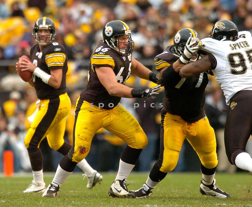 Alan Faneca, of the Pittsburgh Steelers, in action during their game against the Jacksonville Jaguars  on October 16, 2005.  .David Durochik / SportPics..Panthers win 23-17