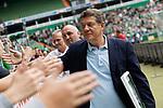 05.08.2017, Weser Stadion, Bremen, FSP, SV Werder Bremen (GER) vs FC Valencia (ESP) , <br /> <br /> im Bild | picture shows<br /> Otto Rehhagel gibt Fans in der Ostkurve die Hand, <br /> <br /> Foto © nordphoto / Rauch