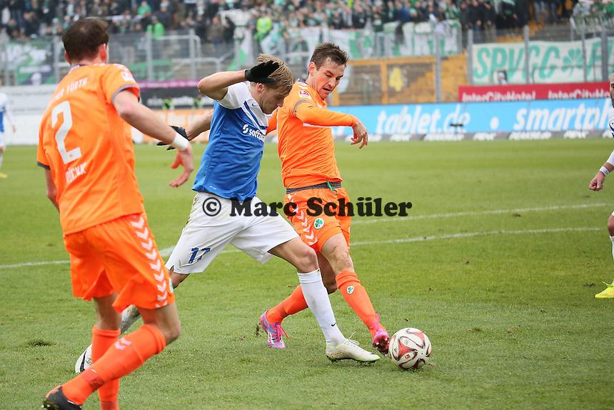 Goran Sukalo (Fuerth) gegen Hanno Behrens (SV98) - SV Darmstadt 98 vs. SpVgg. Greuther Fuerth, Stadion am Boellenfalltor