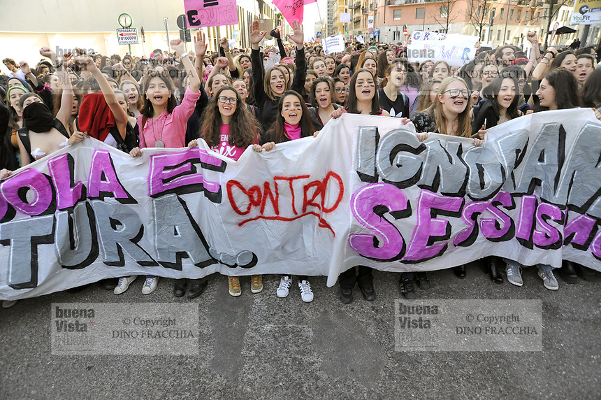 - Milano, 8 marzo 2017, sciopero mondiale delle donne, manifestazione &quot;Non una di meno&quot; <br />