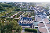France, Indre-et-Loire (37), Villandry, Jardins du château de Villandry en août (vue aérienne)