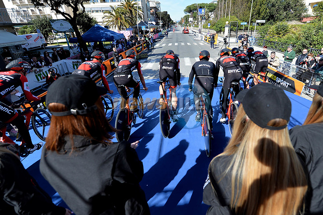 BMC Racing Team power off the start ramp of the 1st stage of the race of the two seas, 52nd Tirreno-Adriatico by NamedSport a 22.7km Team Time Trial around Lido di Camaiore, Italy. 8th March 2017.<br /> Picture: La Presse/Gian Mattia D'Alberto | Cyclefile<br /> <br /> <br /> All photos usage must carry mandatory copyright credit (&copy; Cyclefile | La Presse)