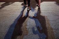 Venezia: due ragazze davanti il palazzo del cinema durante la sessantottesima edizione della mostra del cinema di Venezia
