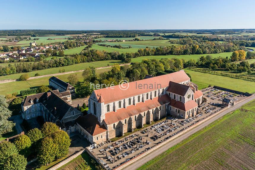 France, Yonne(89), Pontigny, abbaye cistercienne de Pontigny (vue aérienne) // France, Yonne, Pontigny, Cistercian abbey of Pontigny (aerial view)