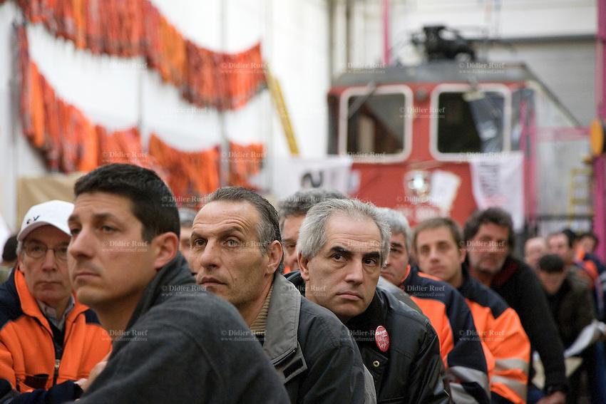 Switzerland. Canton Ticino. Bellinzona. Officine FFS. Stabilimento Industriale SBB CFF FFS Cargo. Railway workers on strike. Building's occupation. Locomotive. © 2008 Didier Ruef