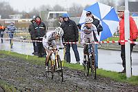 WIELRENNEN: SURHUISTERVEEN: Centrumcross, 20-12-11, Marianne Vos, Helen Wyman, ©foto: Martin de Jong