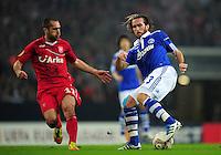 FUSSBALL   EUROPA LEAGUE   SAISON 2011/2012  ACHTELFINALE FC Schalke 04 - Twente Enschede                         15.03.2012 Emir Bajrami (li, Enschede) gegen Christian Fuchs (re, FC Schalke 04)