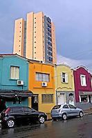 Casas e predio no bairro Pompeia. São Paulo. 2015. Foto de Juca Martins.
