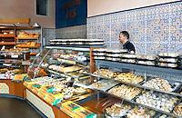 Nederland Rotterdam 2016. Koekjes voor het Suikerfeest bij  de Marokkaanse bakkerij Nieuw Fes. Foto Berlinda van Dam / Hollandse Hoogte
