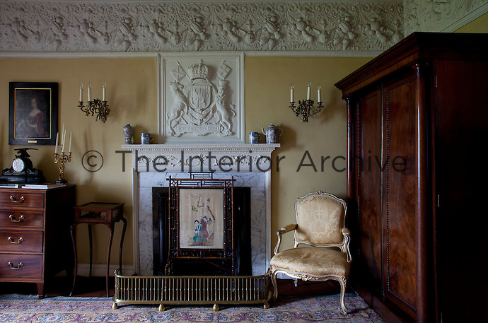Fireplace with an oriental screen in the King's Room