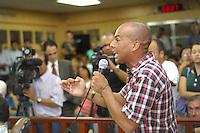 JANDIRA, SP - 25.01.2012 - ANABEL SABATINE / CASSACAO ARQUIVADA - Vereador Zezinho (PT) de Jandira discursa durante a sessao. A Camara Municipal de Jandira, na Grande Sao Paulo, arquivou nesta quarta-feira (25) o pedido de cassacao da prefeita Anabel Sabatine (PSDB). Foram seis votos a favor e quatro contra. A sessao durou cerca de tres horas e meia. (Foto: Renato Silvestre/NewsFree)