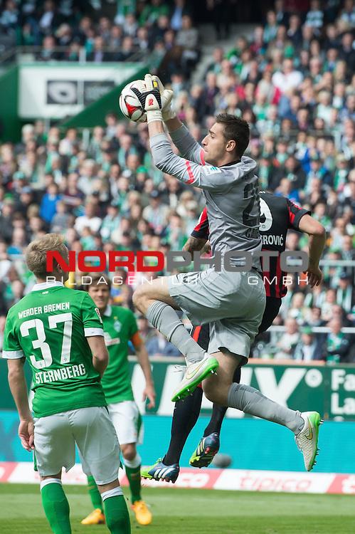 02.05.2015, Weser Stadion, Bremen, GER, 1.FBL. Werder Bremen vs Eintracht Frankfurt, im Bild<br /> <br /> <br /> Janek Sternberg (Bremen #37)<br /> Haris Seferovic (Eintracht Frankfurt)<br /> Koen Casteels (Bremen #20)<br /> <br /> <br /> <br /> Foto &copy; nordphoto / Kokenge