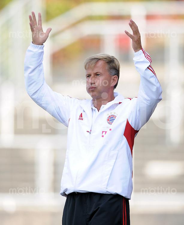 FUSSBALL  Regionalliga Sued     SAISON  2011/2012     25.09.2011 FC Bayern Muenchen II - Eintracht Frankfurt II Trainer Andries Jonker (FC Bayern II)