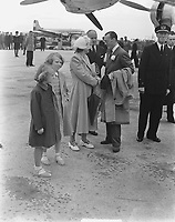 Royal family says goodbye to Prince Bernhard just before his flight to Canada. Keywords: airline Location: Schiphol; North Holland Date: May 29, 1949<br /> <br /> <br /> PHOTO :  Noske, J.D. / Anefo