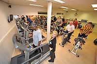 SPORT: JOURE: Sportcentrum Keep Fit, topdrukte bij Friese sportscholen door de goede voornemens, Eigenaresse is Hinke Wierda (linksvoor), ©foto Martin de Jong