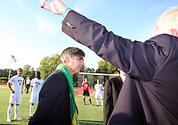 Harold Mayne-Nicholls in front of the George Mason soccer team during the visit of the FIFA World Cup 2018-2022 inspection delegation to George Mason University soccer practice facility.