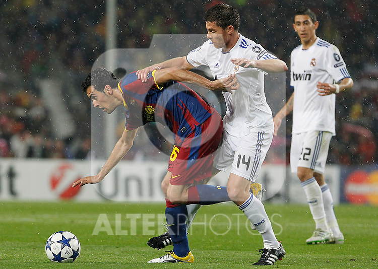 FC Barcelona's Sergio Busquets (l) and Real Madrid's Xabi Alonso during UEFA Champions League match.May 3,2011.(ALTERPHOTOS/Acero)