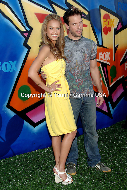 Jessica Alba and Dane Coke  arriving at the TEEN CHOICE Awards 2007 at the Universal Amphitheatre in Los Angeles.<br /> <br /> full length<br /> eye contact<br /> smile<br /> yellow dress