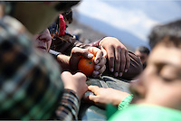 Pictured: Fruit handouts given to migrants Thursday 03 March 2016<br /> Re: Migrants have closed off the railway track at the Greek Fyro Macedonian border in Idomeni, Greece,