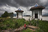 Europe/France/Aquitaine/33/Gironde/Macau: Pagodes dressées sur les bords de la Gironde en 1889 par les frères Dussaud. Propriété du chateau Biré, AOC Haut Médoc; - Centrale thermique EDF de Ambès