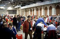 Die SPD-Schatzmeisterin Barbara Hendricks geht am Samstag (14.12.13) in Berlin durch die Halle, in der die Ausz&auml;hlung des SPD Mitgliederentscheids zur Gro&szlig;en Koalition mit der CDU/CSU stattfindet.<br /> Foto: Axel Schmidt/CommonLens<br /> <br /> Berlin, Germany, politics, Deutschland, 2013, Gro&szlig;e Koalition, Groko, Koalition, SPD, Mitglieder, Basis, Mitgliederentscheid, Entscheid, Mitgliedervotum, Votum