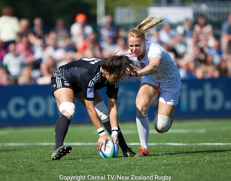 Carla Hohepa scores a try. NZ beat England 26-10 in their semifinal. IRB Women's Sevens World Series. Amsterdam, Netherlands, Saturday 17 May 2014.
