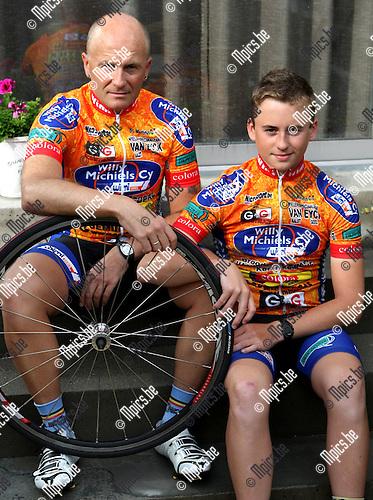 2010-06-08 / Wielrennen /  Patrick Van Roosbroeck met zijn zoon Arne..Foto: mpics