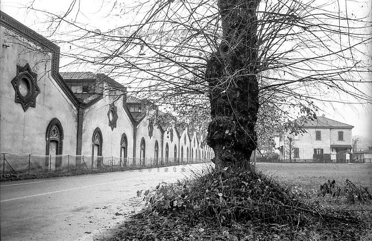 Crespi d'Adda (Bergamo), villaggio operaio di fine '800 nel settore tessile cotoniero. Capannoni della fabbrica e case --- Crespi d'Adda (Bergamo), workers model village of the late 19th century in the cotton textile production field. Sheds and houses