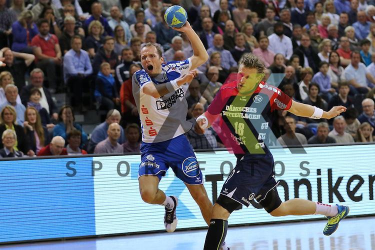 Flensburg, 16.05.2015, Sport, Handball, DKB Handball Bundesliga, Saison 2014/2015, SG Flensburg-Handewitt - TBV Lemgo : Tim Hornke (TBV Lemgo, #17) wird mit einem Foul gestoppt von Lars Kaufmann (SG Flensburg-Handewitt, #18)<br /> <br /> Foto &copy; P-I-X.org *** Foto ist honorarpflichtig! *** Auf Anfrage in hoeherer Qualitaet/Aufloesung. Belegexemplar erbeten. Veroeffentlichung ausschliesslich fuer journalistisch-publizistische Zwecke. For editorial use only.