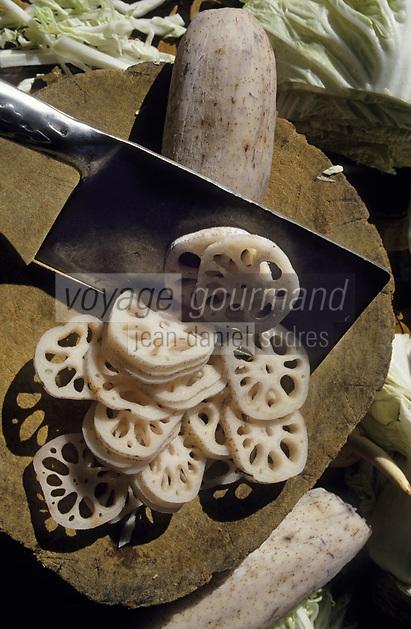 Asie/Chine/Jiangsu/Env Nankin: Cuisine chinoise - L'art du découpage de légumes - Tubercules de lotus<br /> PHOTO D'ARCHIVES // ARCHIVAL IMAGES<br /> CHINE 1990