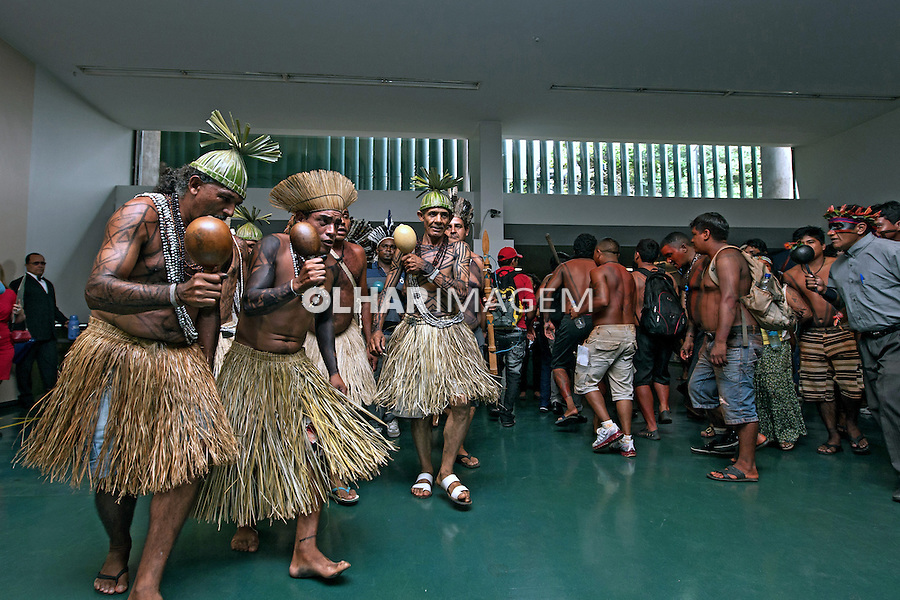 Manifestacao Indigena por demarcaçao de terras na Camara Federal. Brasilia. Distrito Federal. 2013. Foto de Ubirajara Machado.