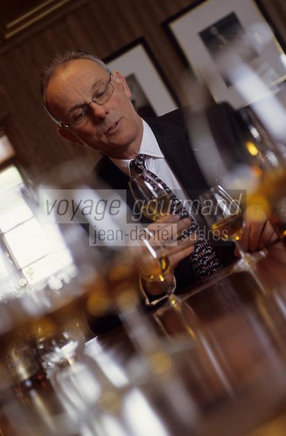 Europe/Grande-Bretagne/Ecosse/Moray/Speyside/Keith : Distillerie Strathisia Whisky Chivas - Dégustation avec le maître assembleur de Chivas Master Blender Colin Scott