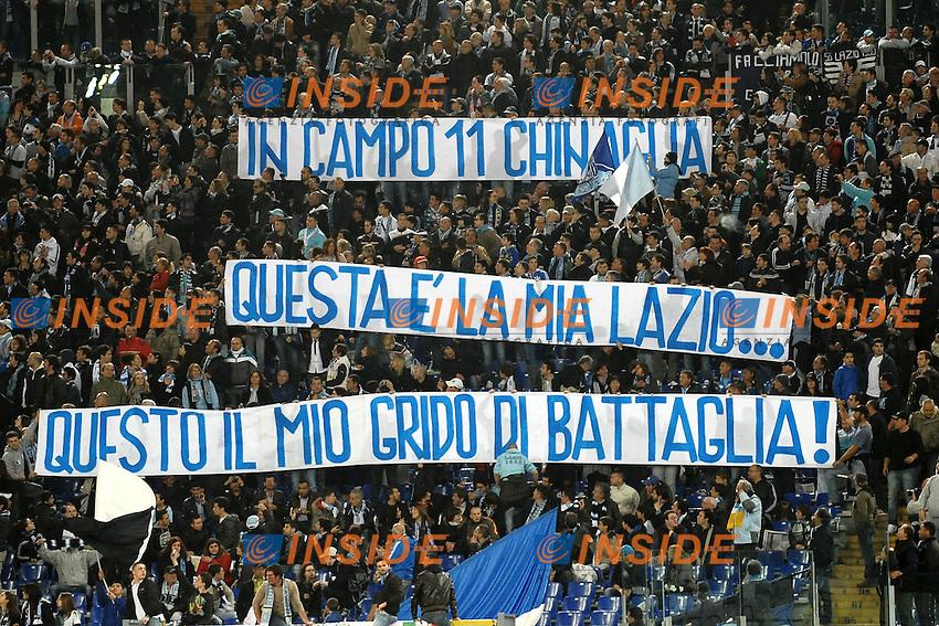 """Striscione dei tifosi della Lazio per Giorgio Chinaglia.Roma 7/4/2012 Stadio """"Olimpico"""".Football Calcio 2011/2012 Campionato Italiano Serie A.Lazio Vs Napoli.Foto Insidefoto Andrea Staccioli"""